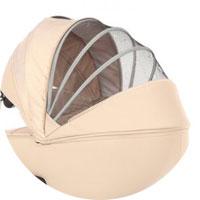 Глубокий капюшон с большим выдвижным козырьком от солнца и сетчатой вставкой, предназначенной для вентиляции в жаркую погоду